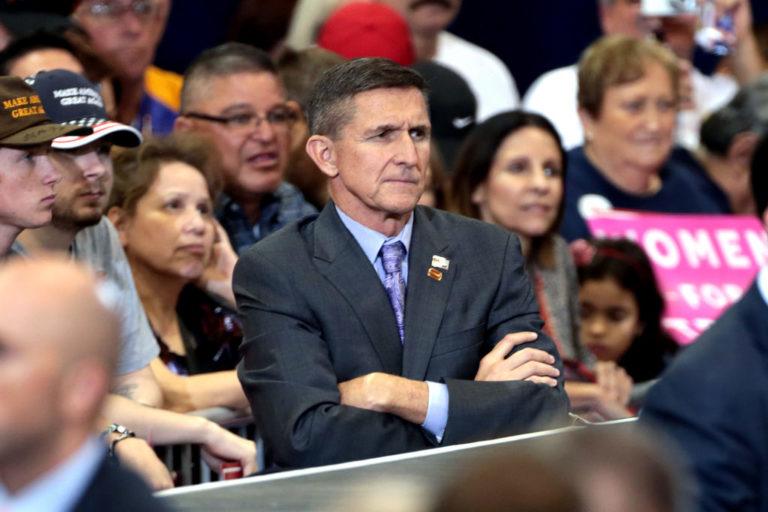 Flynn beismerő vallomást tesz, a célpont Trump