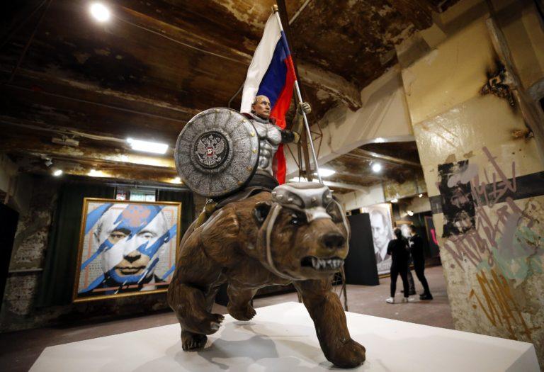Kiállítás nyílt Szuperputyinról