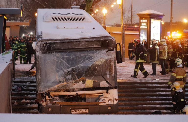 Aluljáróba hajtott egy busz Moszkvában, öt halott