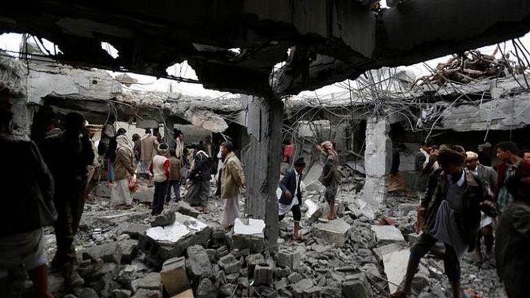 Zsúfolt jemeni piacot bombázott az arab koalíció