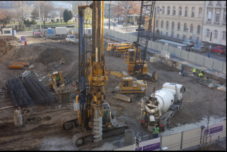 Irgalmatlanul nyomják a betont az irgalmasok kórházába