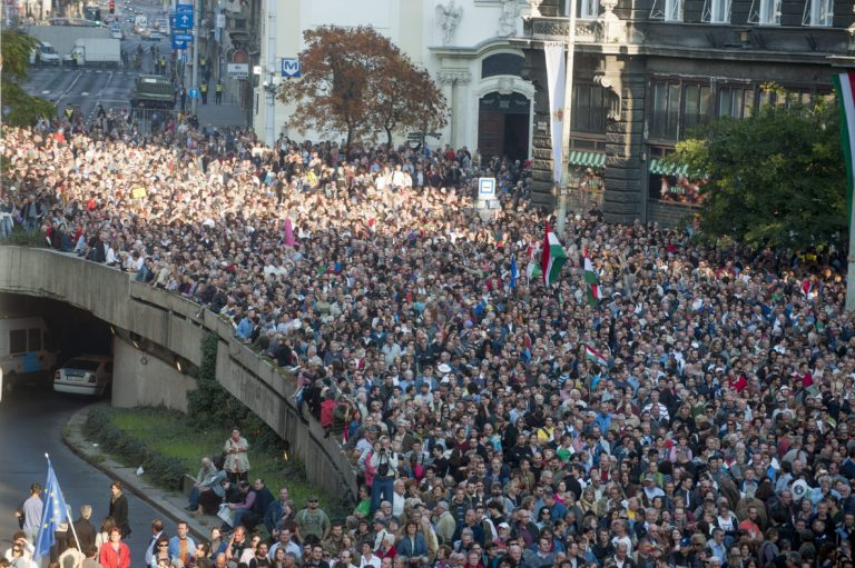 Kis magyar tüntetéstan – 1. Nem tetszik a rendszer