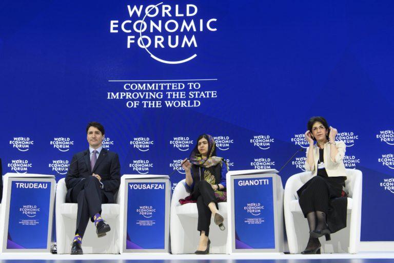 Malala Davosban: Vegyük kezünkbe a saját sorsunkat