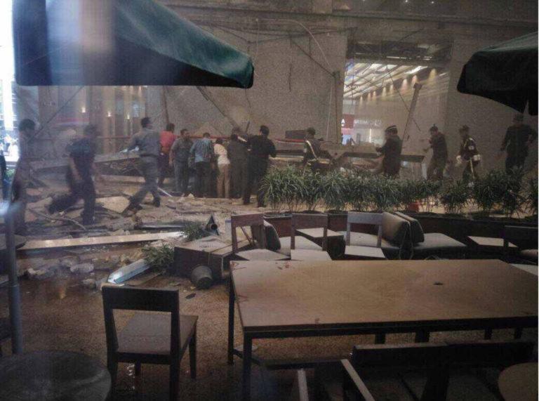 Mennyezetomlás a jakartai tőzsde épületében