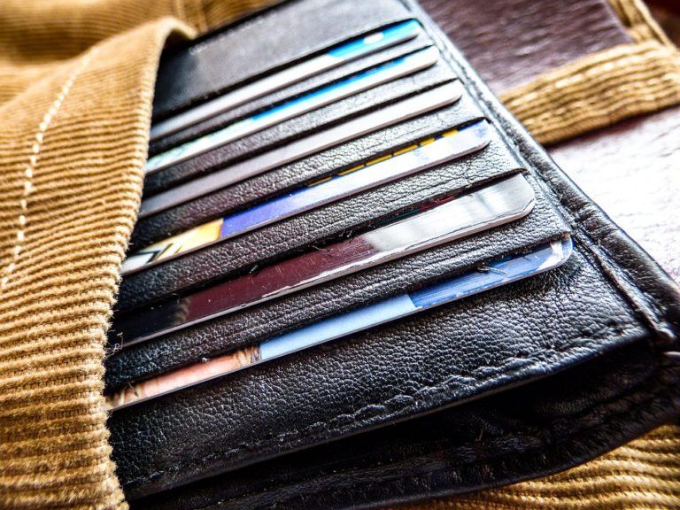 Mától új pénzforgalmi szabályok, amelyek kedveznek a bankkártya-tulajdonosoknak