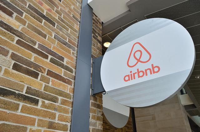 Grafikonban a világ – Mi olcsóbb, az Airbnb vagy a szálloda?