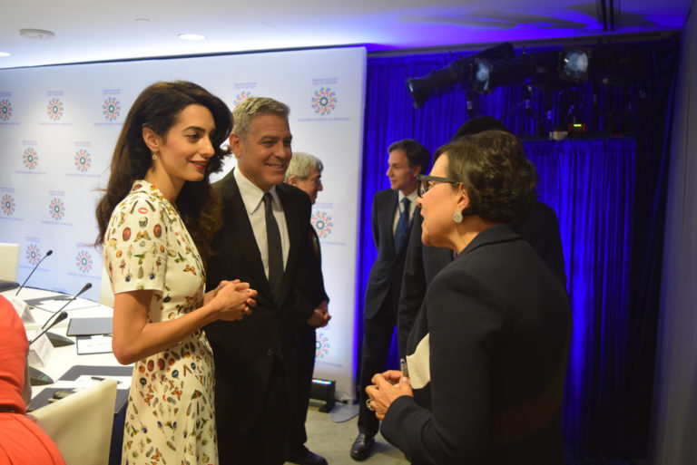 George és Amal Clooney félmillió dolláros adománya