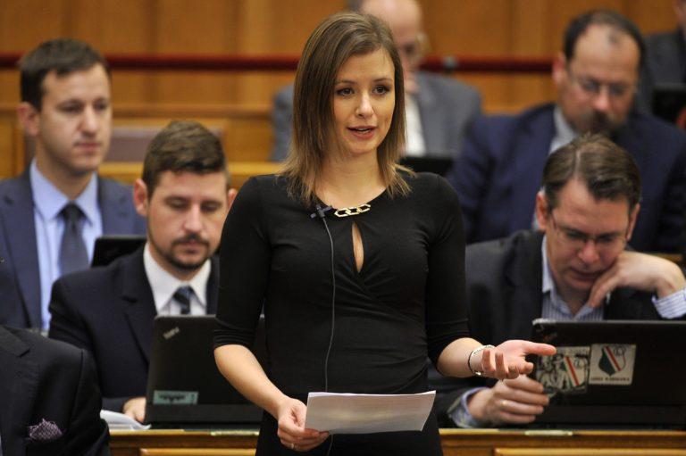 Dúró Dóra kilépett a Jobbikból, többen követhetik