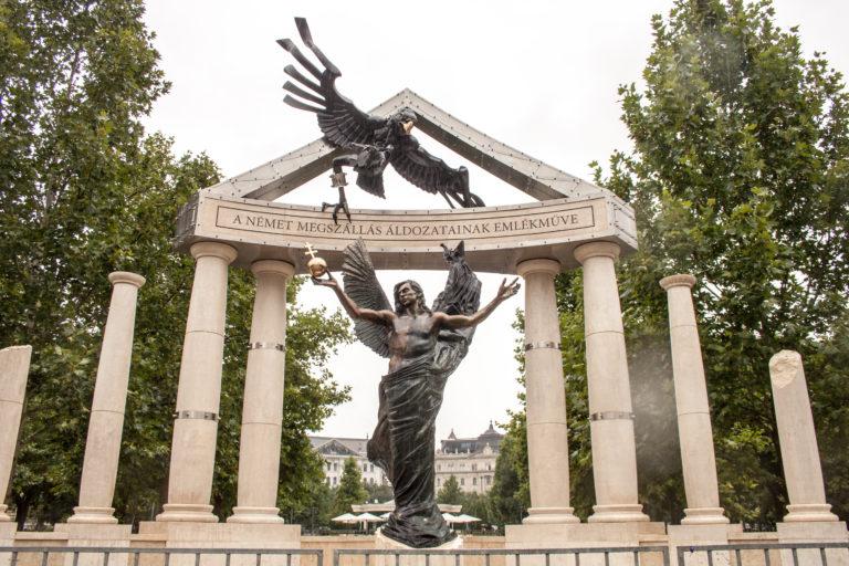 Juhász Péter Köves Slomóval találkozna a Szabadság téren