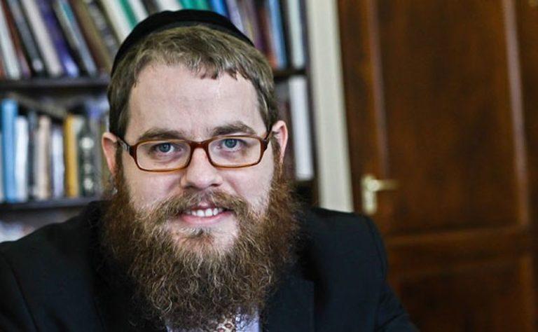 Ilyen az, amikor egy rabbi a házmesterportálra téved