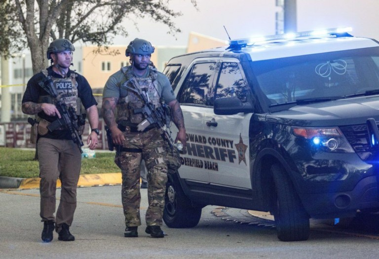 Szigorították a fegyvertartást Floridában, a fegyverlobbi máris perel