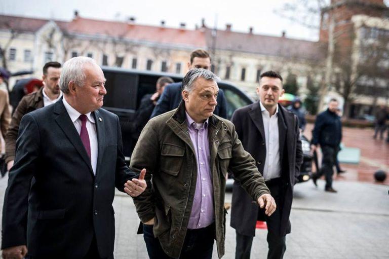 DK: Orbán terroristákkal utazott közpénzből?