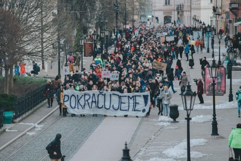 Ismét tízezres tüntetések voltak Szlovákiában