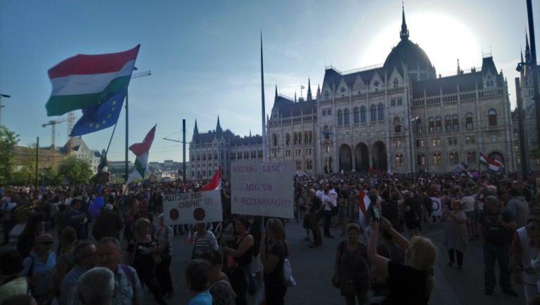 Tüntetési nagyüzem Budapest szívében