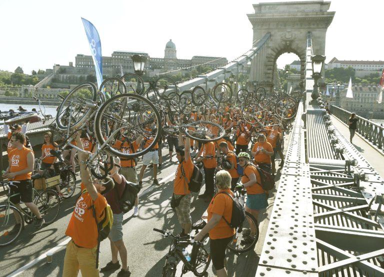 Így vonultak a biciklisek Budapesten