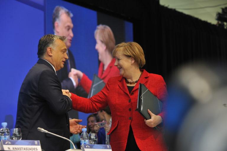 Washington Post: Merkel nem engedi megbüntetni Orbánt