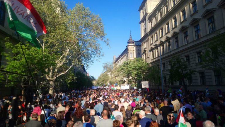 Hányan mennek tüntetni? Szavazzon!