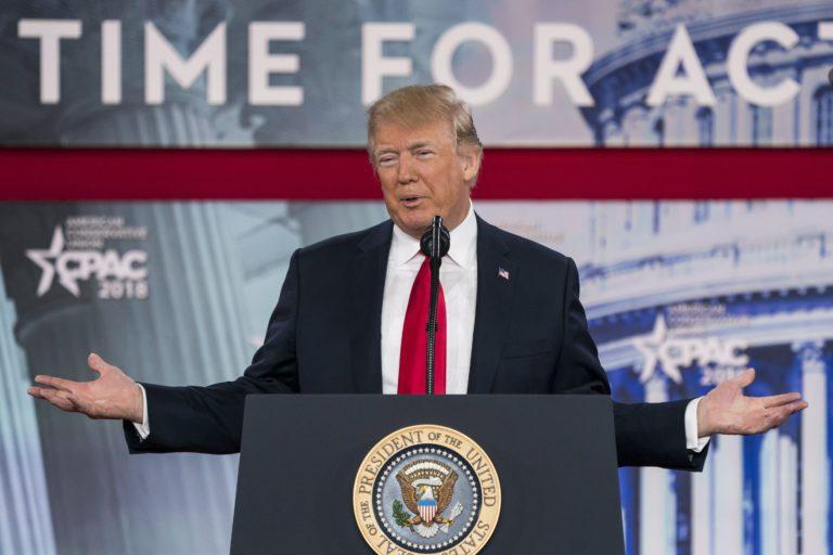 """Trump """"szép, új és okos"""" rakétákkal fenyeget"""