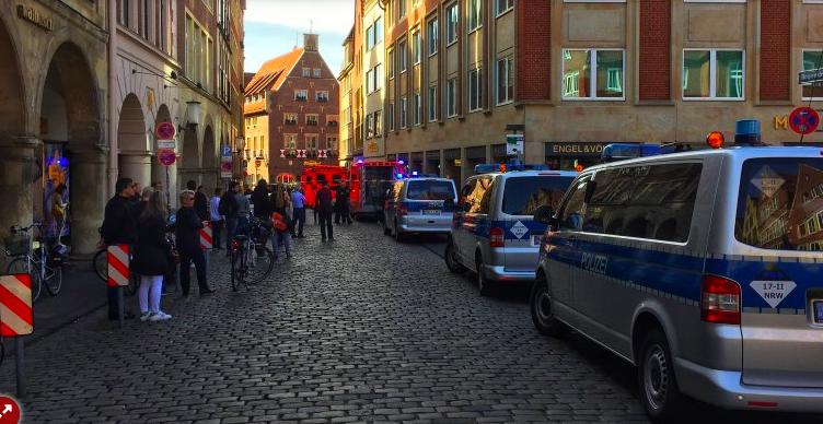 Tömegbe hajtott egy jármű a németországi Münsterben, halottak