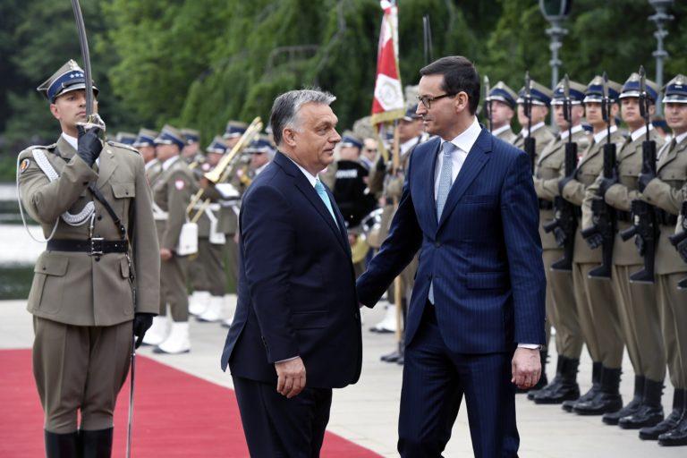 Orbán Varsóban is a Stop Sorosról beszélt