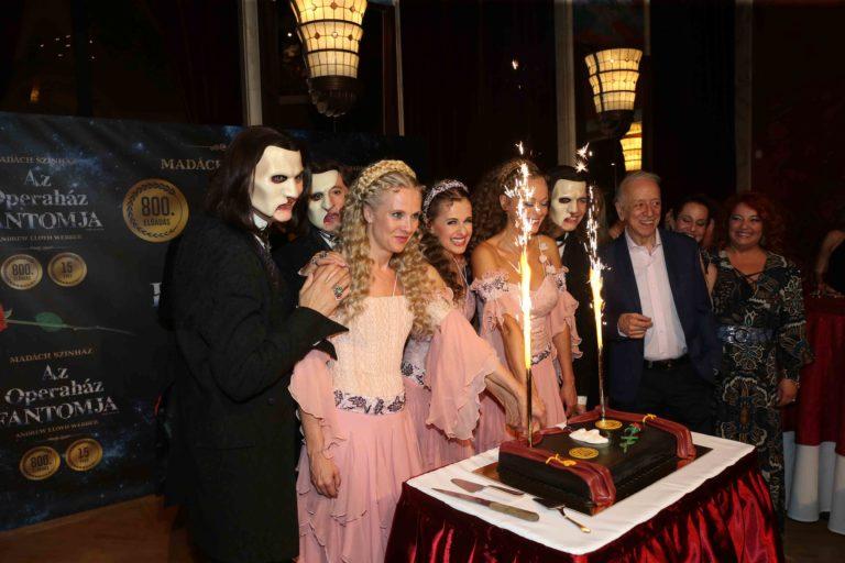 Az operaház fantomja 800