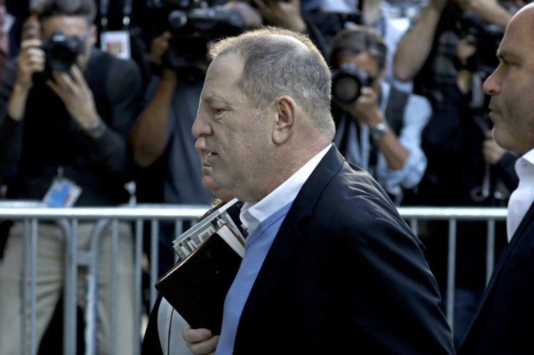 Feladta magát Weinstein, de szabadon engedték