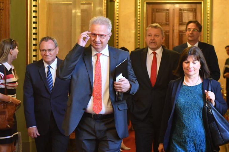 A futottak még tárcáját kaphatja Trócsányi László a bizottságban