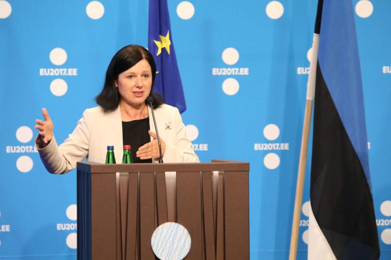 Jourová: Az uniós pénzek vonzzák a nagy és rossz embereket