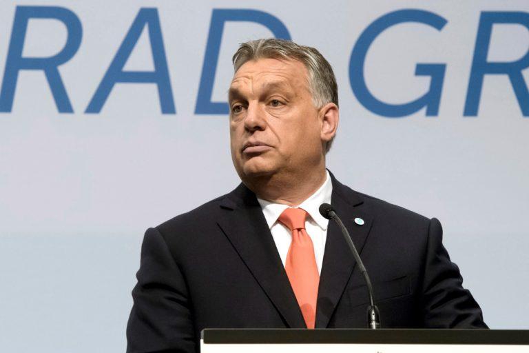 Guardian: Magyarországot ki kell rúgni az Európai Unióból