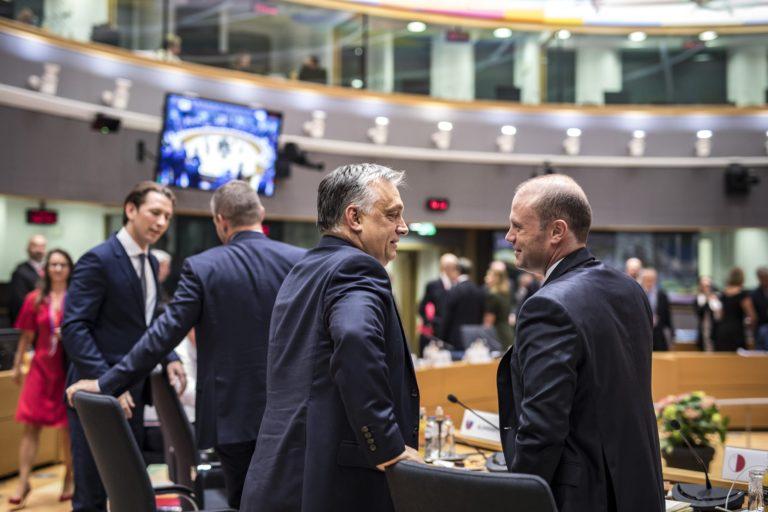 Kicsúszott a talaj Orbán migránsozása alól