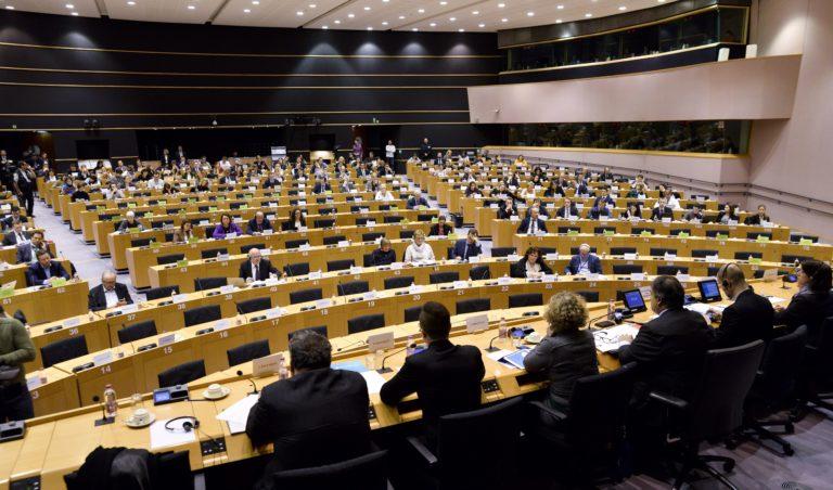 Bevetnék az uniós atombombát Magyarország ellen