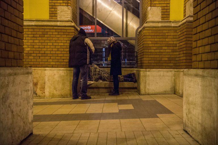 Alkotmányellenessé tenné a Fidesz, hogy valaki hajléktalan legyen