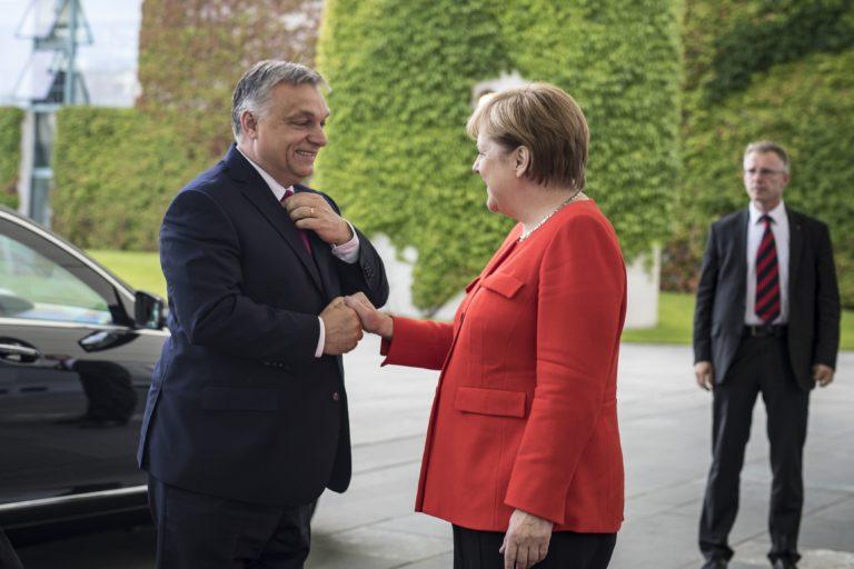 Intenzív vitát folytatott Angela Merkel és Orbán Viktor