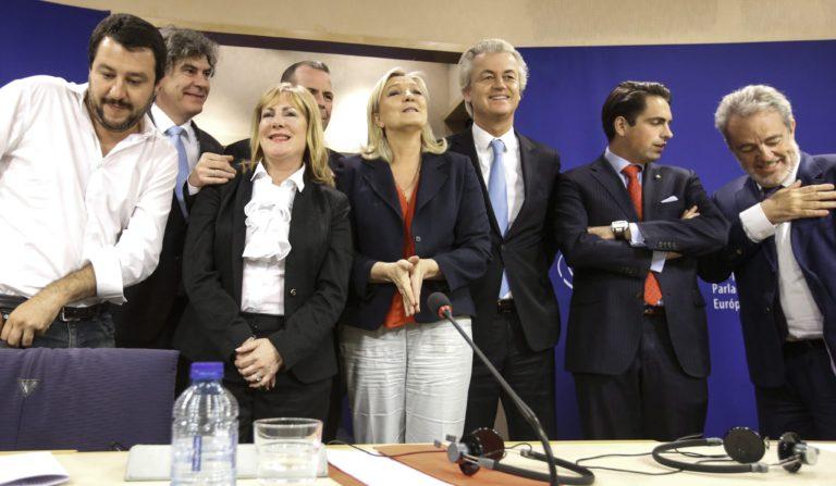 Félmillió eurót kell visszafizetnie a pezsgőző szélsőjobbnak