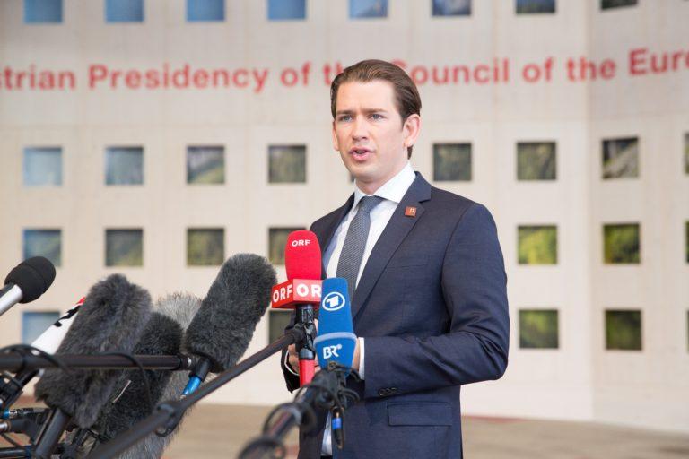 Unión kívüli menekülttáborokat javasol Ausztria