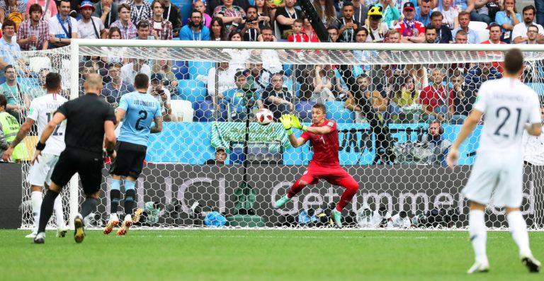 Döbbenetes potyagól után elődöntőben a franciák