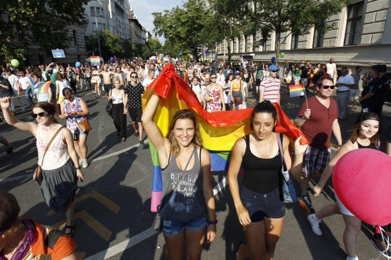 A Liberálisok meghívták az államtitkárt a melegfelvonulásra