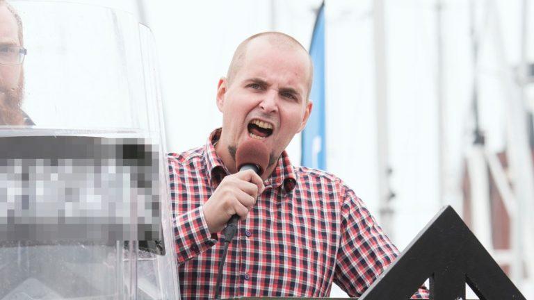Büszkén náci a svéd pártvezér