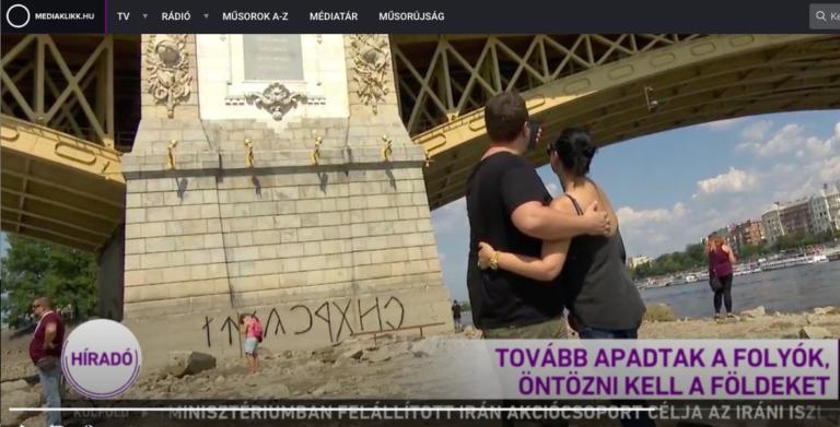 Az M1 is bemutatta az Orbán geci rovásírásos változatát