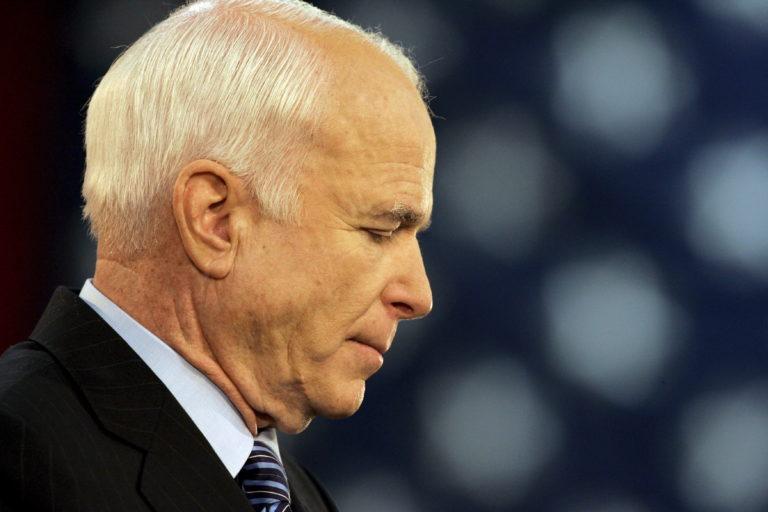 Meghalt John McCain