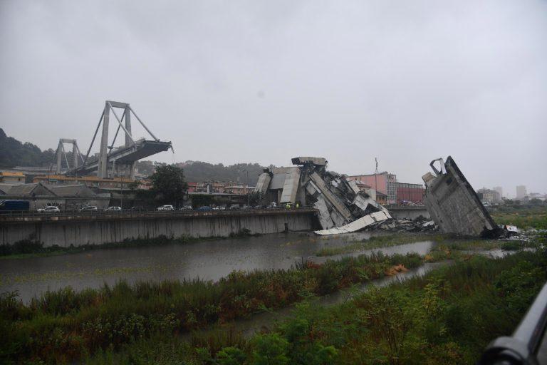 Leomlott egy olasz híd, sokan meghaltak