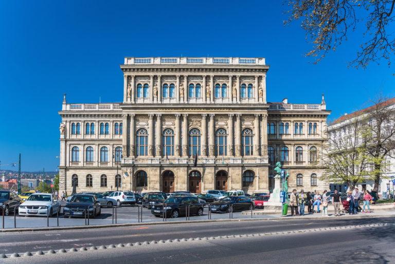 Akadémia-gleichschaltolás – most és anno