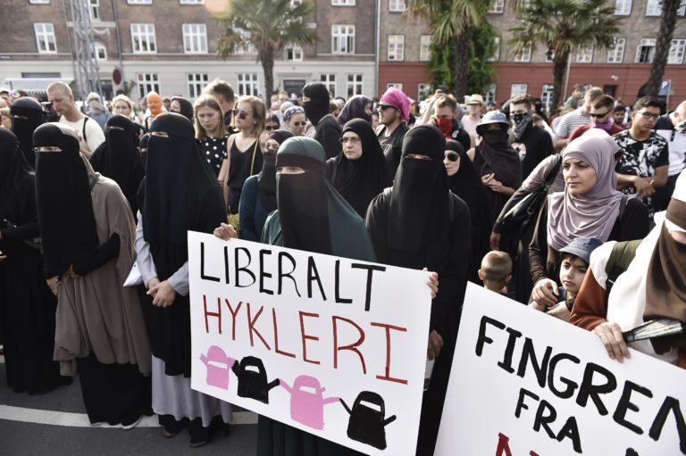 Tüntetéssel tiltakoztak a bírságolás ellen