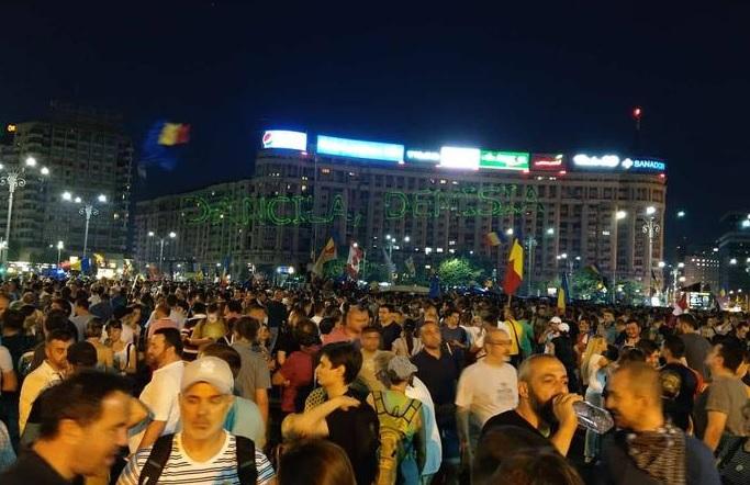 Ezúttal békés tízezrek tüntettek Romániában