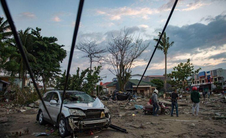 Rengetegen meghaltak a földrengés és szökőár miatt Indonéziában
