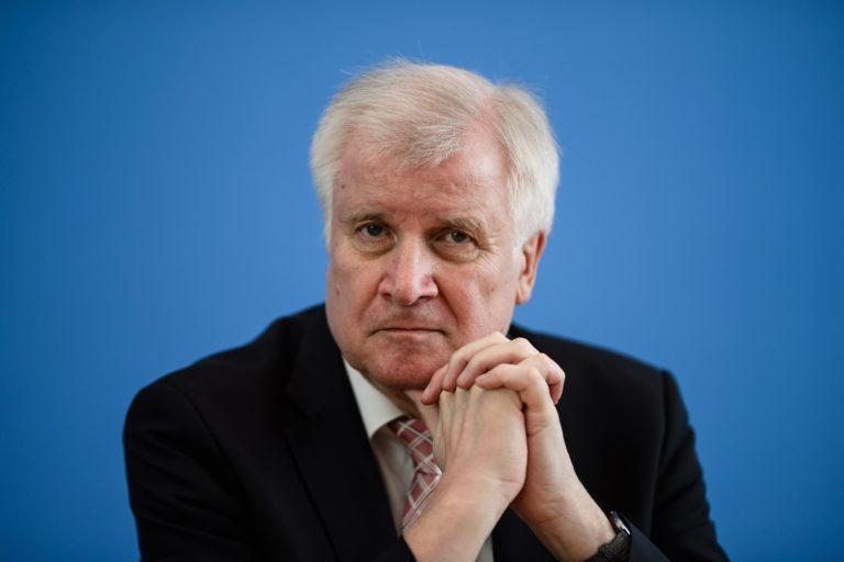 A német belügyminiszter is az utcára ment volna