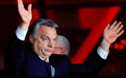 Az európai szélsőjobb Bannon helyett Orbán felé húz
