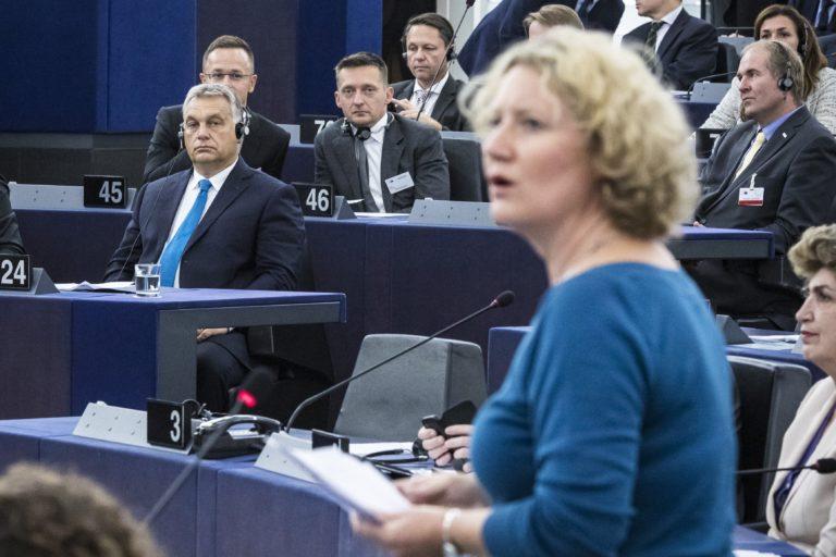 Keményen beleszálltak Orbánba az Európai Parlamentben
