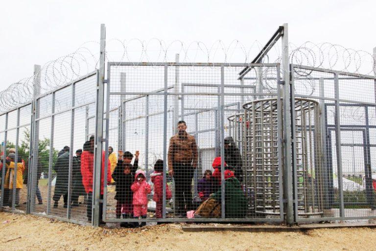 Nemcsak éheztetik, verik is a menekülteket a magyar határnál