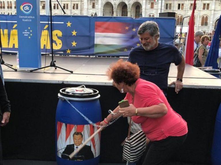 Orbánnak és Gyurcsánynak is üzent az MSZP
